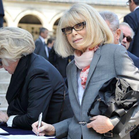 Mireille Darc dit adieu à Jean-Louis Scherrer