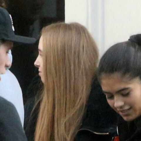 PHOTOS – Brooklyn Beckham entre accolades et câlins avec la petite amie de Rocco Ritchie, le fils de Madonna