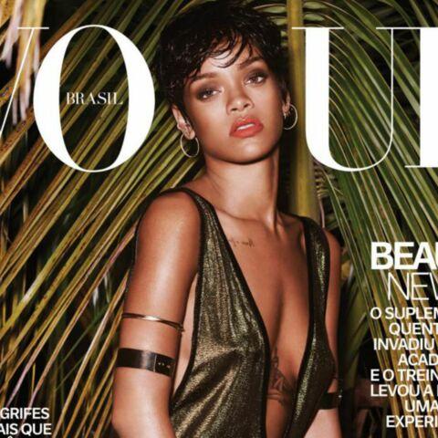Rihanna fait tomber le haut pour Vogue