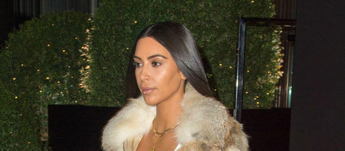 PHOTOS – Kim Kardashian radieuse sur la plage. Est-elle passée par la case Photoshop?
