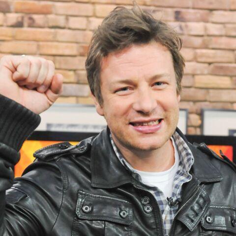 Jamie Oliver récupère une nouvelle casserole