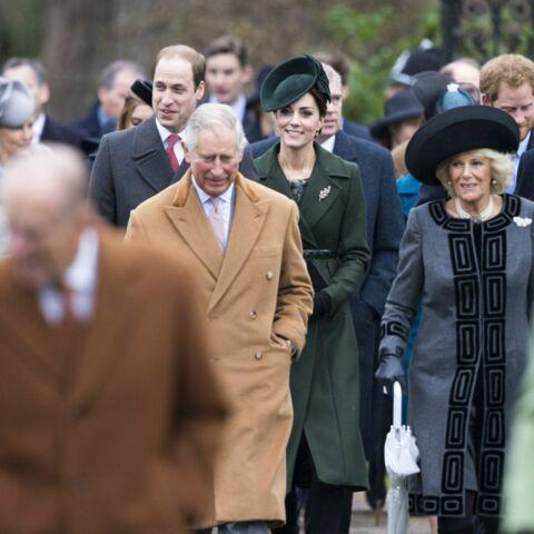 Photos – Kate et William: promenade pluvieuse à la sortie de la messe de Noël
