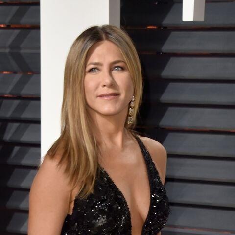PHOTOS – Jennifer Aniston, très sexy en robe échancrée, à l'after-party des Oscars
