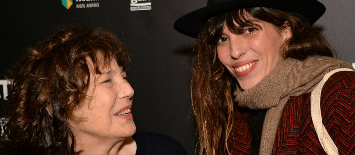 PHOTOS – Jane Birkin, très en forme, au côté de sa fille Lou Doillon