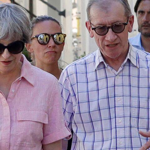 PHOTOS – Theresa May: la première ministre britannique ose la petite robe-chemise rose