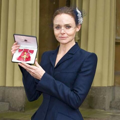 Stella McCartney épinglée par la Reine