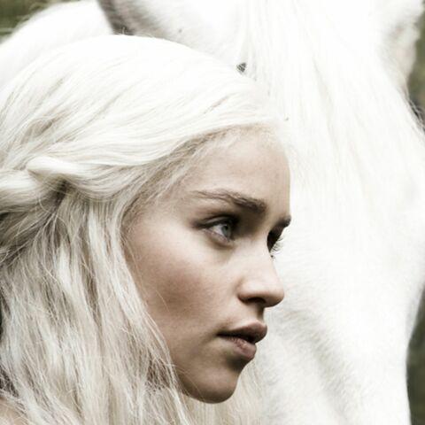 Emilia Clarke refroidie par la nudité de 50 shades of Grey