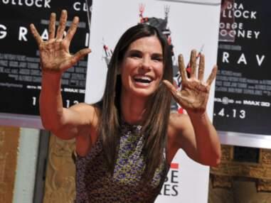 Sandra Bullock fait des pieds et des mains sur Hollywood Boulevard