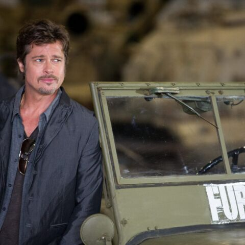 Photos- Brad Pitt, jeune marié, exhibe son alliance