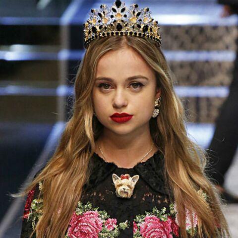 PHOTOS – Lady Amelia Windsor, petite-cousine du Prince William et personnalité la plus sexy du gotha, affole les podiums