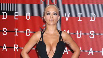 Rita Ora, tous seins dehors pour Lui
