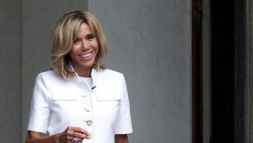 """""""Brigitte Macron, la seule senior dont Emmanuel ait besoin"""", un tabloid anglais ironise sur l'âge de la première dame"""