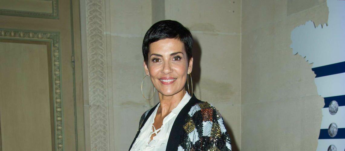 PHOTOS – Cristina Cordula: son look sensationnel en robe à motifs décolletée et veste en jean sur Instagram