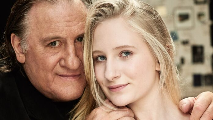 Exclu Gala – Gérard Depardieu présente Louise, sa petite-fille c4cb5f2b86fc
