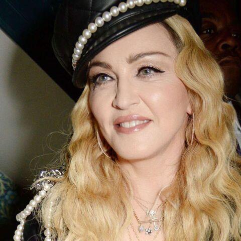 LOOK – En blouse transparente et pantalon lacéré, pourquoi Madonna refuse de vieillir