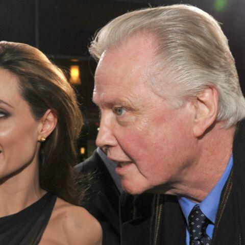 """Le père d'Angelina Jolie la """"supplie"""" de renouer avec Brad Pitt"""