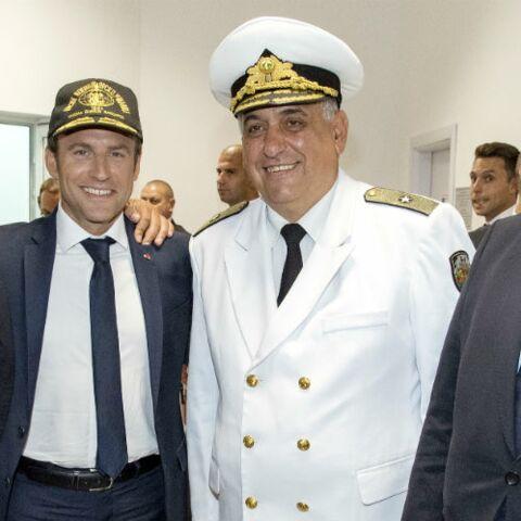 PHOTOS – Emmanuel Macron adopte la casquette durant son voyage officiel en Bulgarie