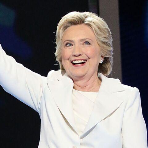 Pourquoi un total look blanc pour Hillary Clinton?
