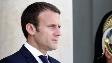 Quels sont les livres sur la photo officielle d'Emmanuel Macron?
