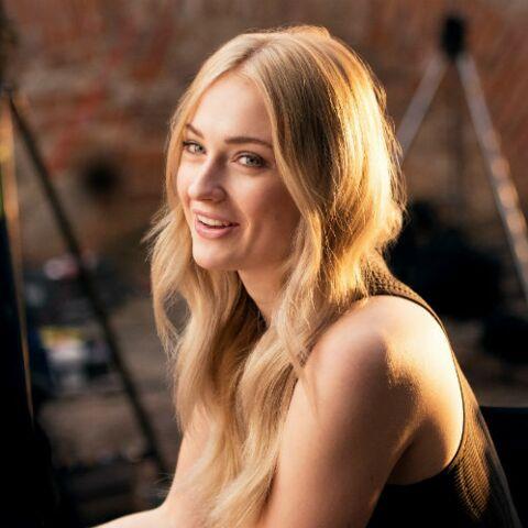 PHOTOS – Sophie Turner, la star de la saison 7 de Game of Thrones, devient égérie Wella Professionals