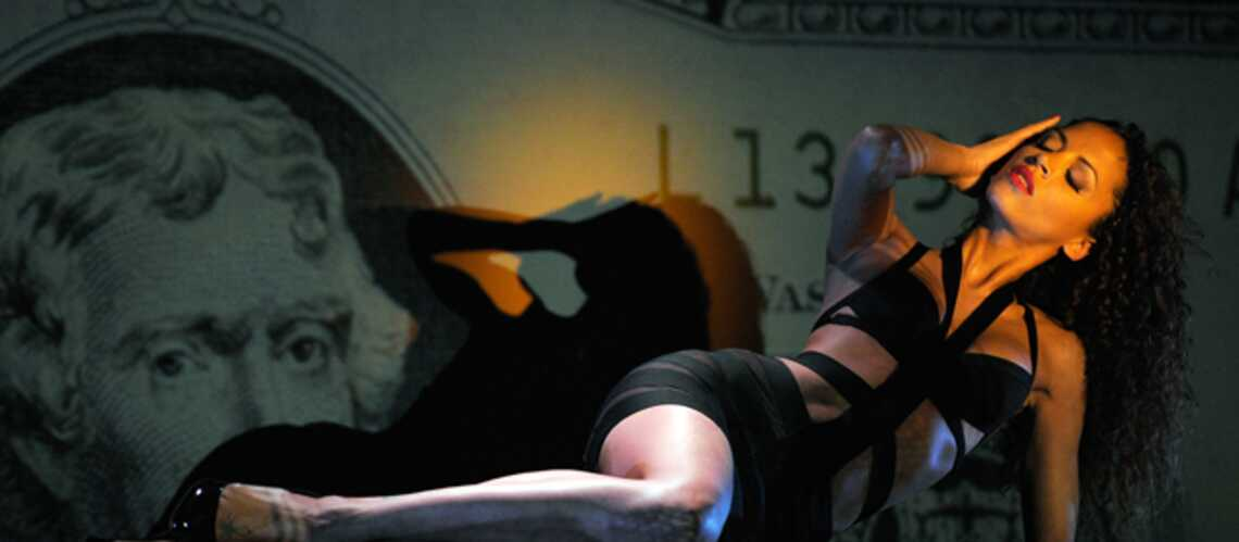 Photos- Noémie Lenoir s'effeuille au Crazy Horse