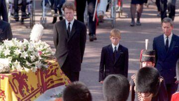 Après la mort de leur mère Lady Diana, les princes William et Harry ne voulaient pas suivre son cercueil
