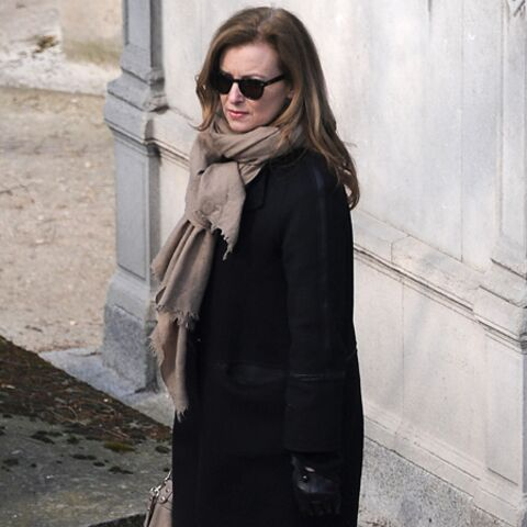 Photos – Valérie Trierweiler, Amanda Sthers: leurs adieux à Jean-Marc Roberts