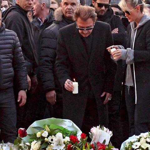 Johnny Hallyday se recueille pour les victimes de Bruxelles