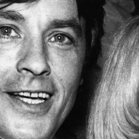 Mireille Darc aurait «sans doute rêvé d'un enfant avec Alain Delon mais avec personne d'autre» témoigne son ami Richard Melloul