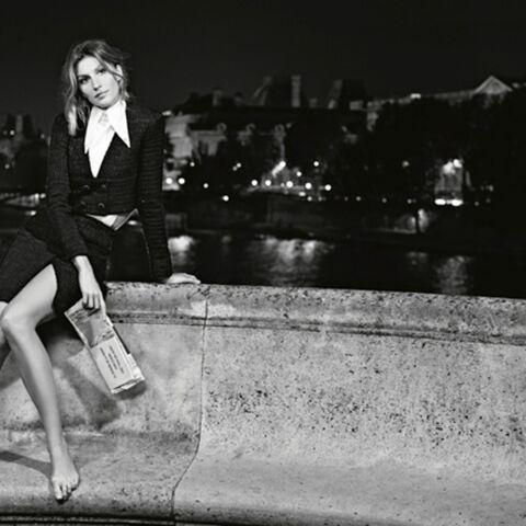 Gisele Bündchen sillonne Paris pieds nus pour Chanel