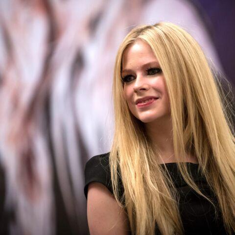 Avril Lavigne: «j'ai cru que j'étais en train de mourir»