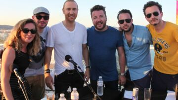 Bruno Guillon fête son anniversaire avec David Guetta à Ibiza