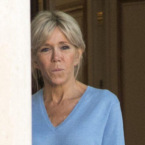"""VIDÉO – Brigitte Macron euphorique devant le portrait de son mari """"c'est le plus beau président de la Vème»"""