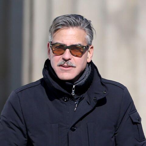 George Clooney: jeux de mains…