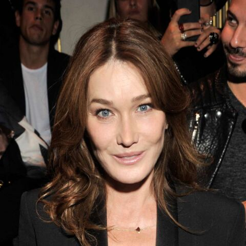Paris Fashion Week – Carla Bruni renoue avec le look Première Dame