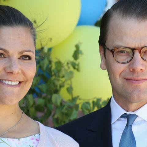 PHOTOS – Victoria de Suède, gaga de son petit Oscar