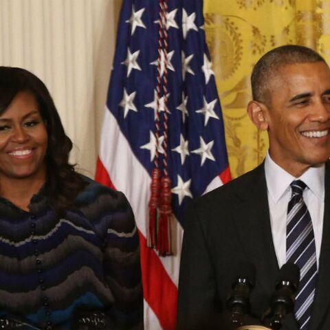 PHOTOS – Michelle Obama se moque de Barack, incapable de toucher ses orteils