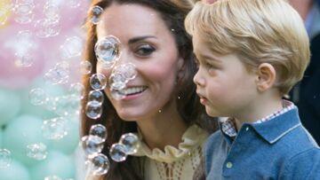 PHOTOS – Baby George découvre les bulles, et c'est adorable