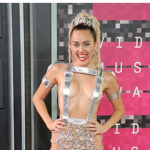 Miley Cyrus: toujours plus dénudée!