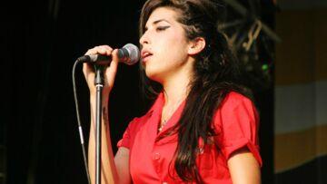 Photos: Amy Winehouse heureuse et en pleine forme, exposée à Londres