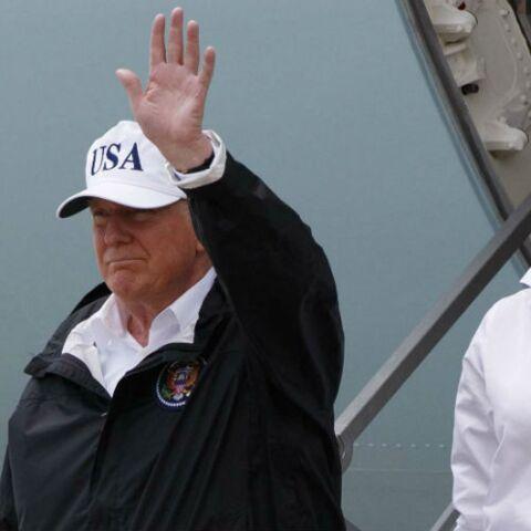 PHOTOS – Melania Trump adopte le look aviateur en casquette et lunettes de soleil