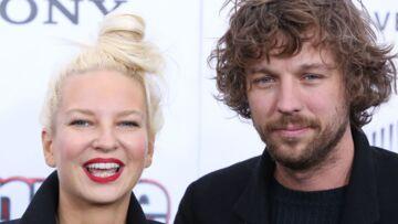 Après seulement deux années de mariage, la chanteuse Sia a officiellement demandé le divorce