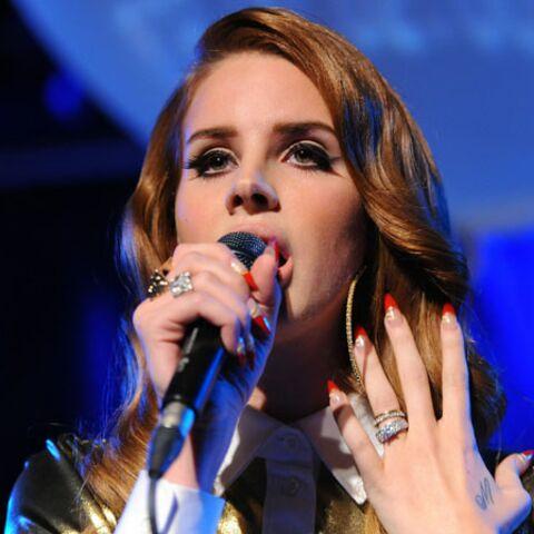 Lana Del Rey: born to manicure
