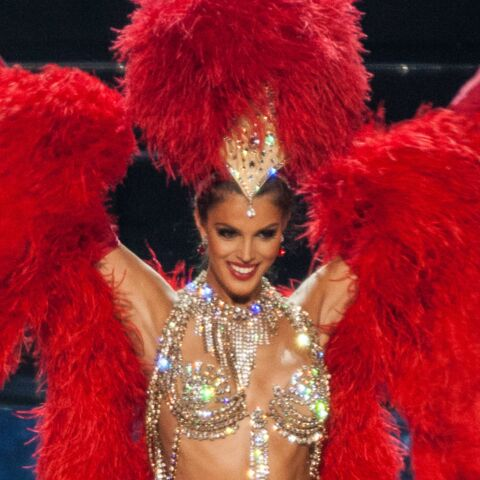 Iris Mittenaere élue Miss Univers: sa tenue du Moulin-Rouge à 14 000 euros qui a fait sensation
