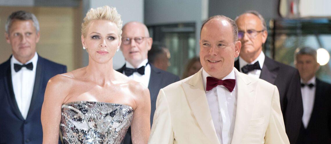 PHOTOS – Charlène de Monaco: des airs d'actrice hollywoodienne avec  sa coupe de cheveux courte au bal de la Croix-Rouge