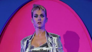 PHOTOS- Katy Perry victime d'un petit accident dévoile sa culotte