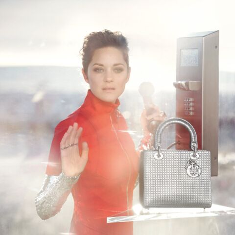 Marion Cotillard, poupée du futur pour Dior