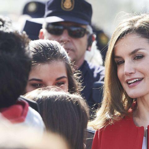 PHOTOS – Letizia d'Espagne, sublime dans son manteau rouge Zara