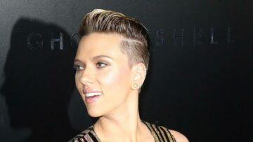 PHOTOS – Scarlett Johansson: mère célibataire ultra canon en robe fendue