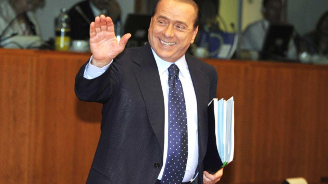 Vidéo – Silvio Berlusconi, les yeux baladeurs